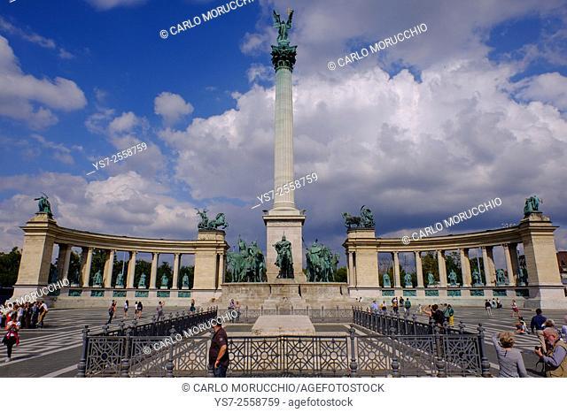 Millennium Monument, Ezredévi emlékmu, Hosök tere, the Heroe's Square, Budapest, Hungary, Europe