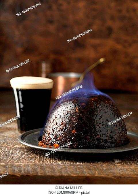 Flaming Christmas pudding with port