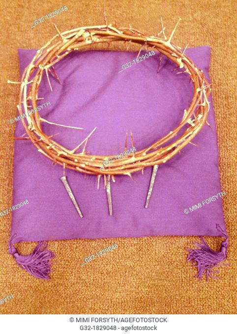 Crown of thorns, Christian symbolism, Jesus Christ crucified wearing a crown of thorns