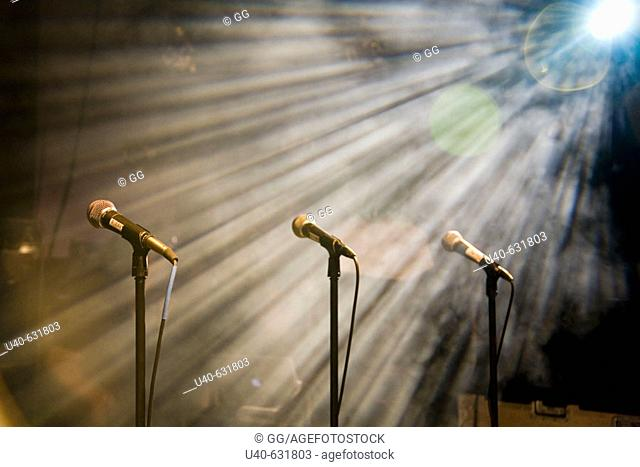 Light streaming on microphones