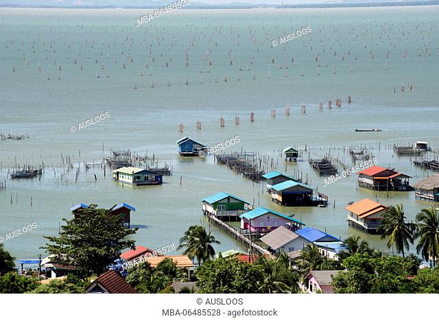 Thailand, Songkhla, Koh Yo, Aquacultural farm, Freshwater fish farming and field bow of nets