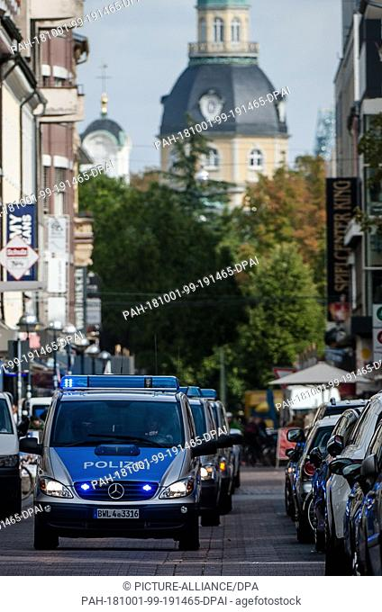 01 October 2018, Baden-Wuerttemberg, Karlsruhe: Alleged right-wing terrorists who were arrested this morning in Bavaria and Saxony reach the Federal High Court...