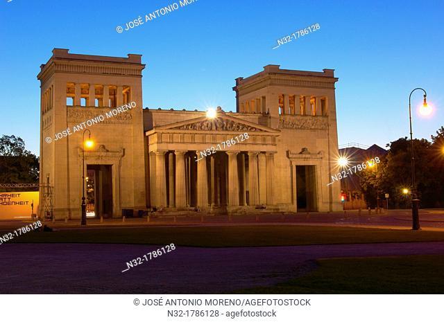 Munich, Propyläen, Koenigsplatz, King's Square, Bavaria, Germany