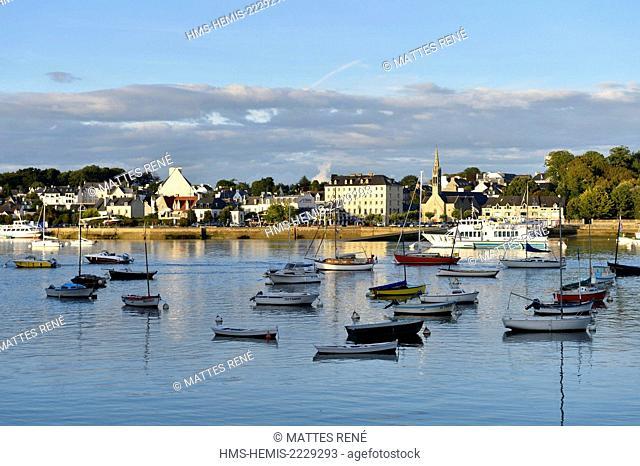 France, Finistere, Benodet harbour along Odet river sight from Sainte Marine harbour