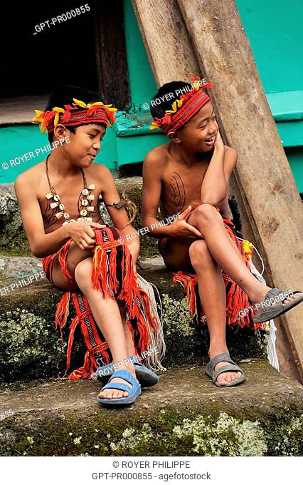 TEENAGER FROM THE IFUGAOS TRIBE IN BANAUE ON LUZON ISLAND, PHILIPPINES, SOUTHEAST ASIA
