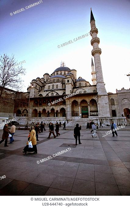 Turkey, Istanbul. Yeni Cami (New Mosque / 1597-1663) located on Eminönü area, close to the historical city center of Sultanhamet