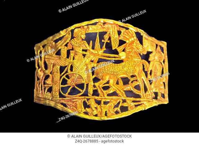 Egypt, Cairo, Egyptian Museum, Tutankhamon jewellery, from his tomb in Luxor : This buckle in red gold shows the king on a chariot