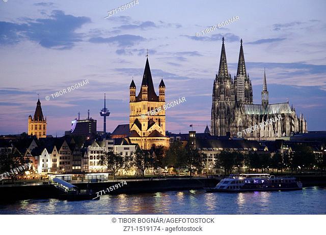 Germany, Rhineland-Westphalia, Köln, Cologne, skyline at night