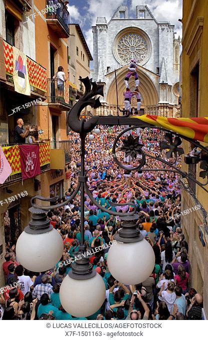 Colla Jove Xiquets de Tarragona 'Castellers' building human tower, a Catalan tradition Festa de Santa Tecla, city festival  Plaça de les Cols Tarragona, Spain