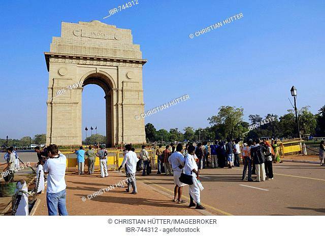 Tourists at a war memorial, India Gate, New Delhi, India