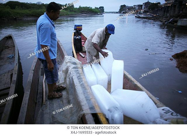 Ice is being used for conservation of fish, the main income of the population near the river Magdalena