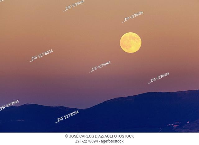 Full moon over the Sierra de Somosierra from the village of Villar de Sobrepeña, Segovia province, Castilla-Leon, Spain