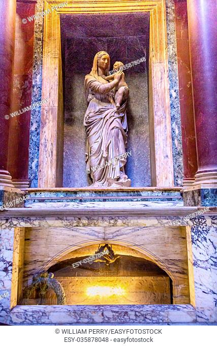 Raphael's Tomb Mary Jesus Statue Pantheon Rome Italy Rebuilt by Hadrian in 118 to 125 ADthe Second Century Became oldest Roman church in 609 AD