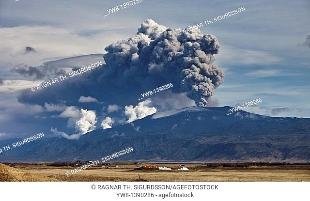 Eyjafjallajokill eruption, spring 2010 The Eyjafjallajokill volcano erupting, showing large plumes of ash  The eruption generated an ash cloud that grounded air...
