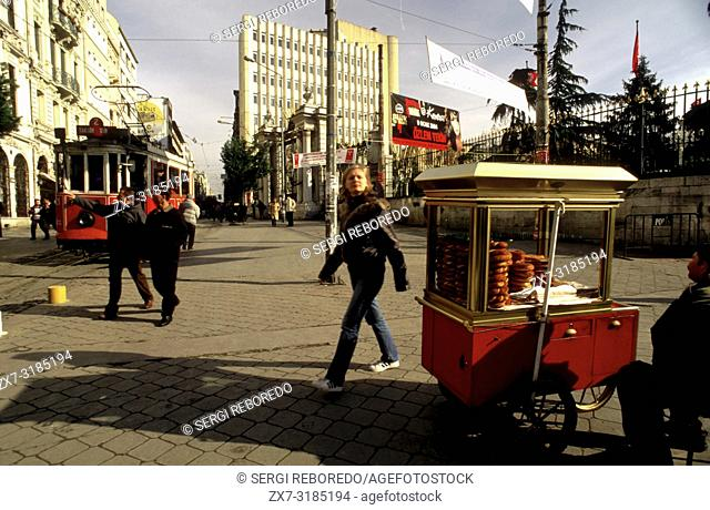 Historic Red Tram on Istiklal Caddesi, Beyoglu, Istanbul, Turkey. Simit stnd typical Açma bread selling