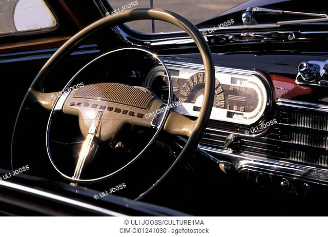 Car, Oldsmobile 68 Station Wagon, Woody, model year 1947, vintage car, 1940s, fourties, ruby colored, wood, sedan, interior, technics, technical, technically