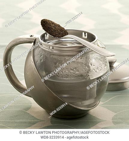 como preparar el te negro. parte de una serie: paso 1 de 5 / How to prepare black tea (Part of a series, step 1 of 5)