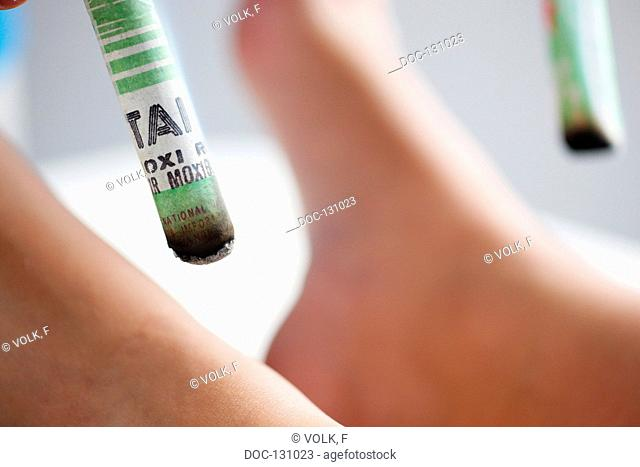 Moxa cigar with foot