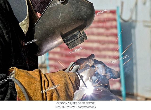 Welding works on manufacturing of units and parts of pipelines