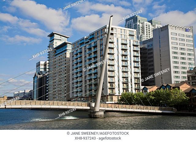 Footbridge, Canary Wharf, London, England, UK