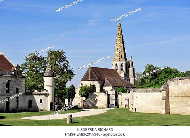 France, Aisne, Septmonts, Saint Andrew church from the 15th century of flamboyant style with its steeple with stone spire with hooks