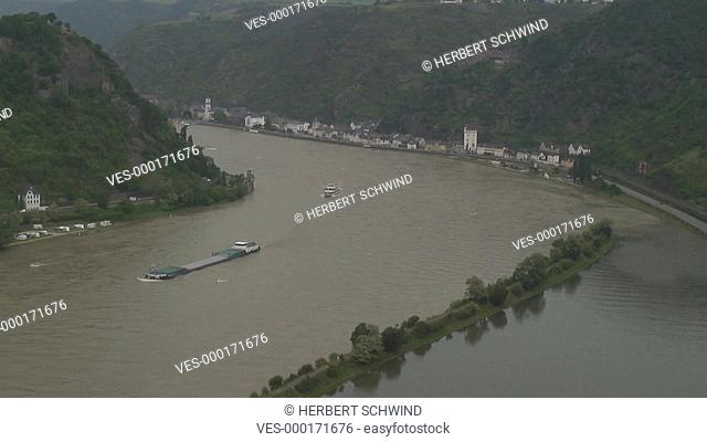 Transportschiff, Passagierschiff, Ausflugsschiff am Rhein beim Loreleyfelsen