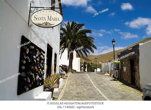 Casa Santa Maria BETANCURIA FUERTEVENTURA Fuerteventuran old capital house ceramic shop and tourists