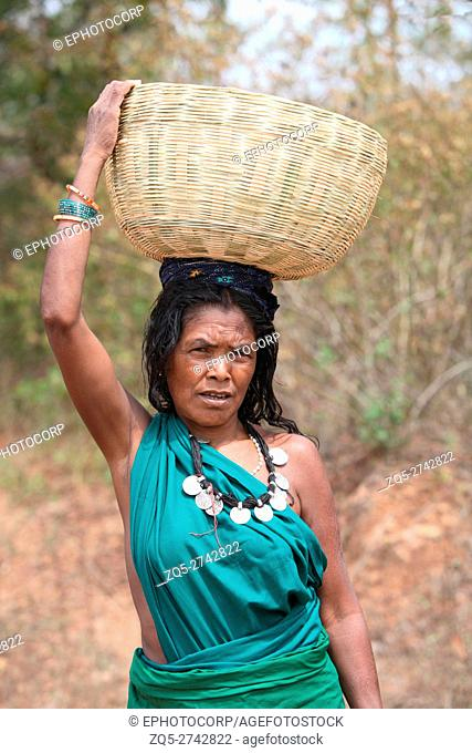 Woman carrying a bamboo basket, Kamar tribe, Bhatadhiji village, Kulahardi Ghati, Chattisgarh, India