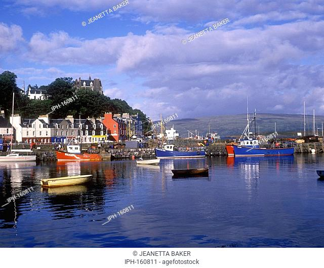 Picturesque Tobermory harbour on the Isle of Mull