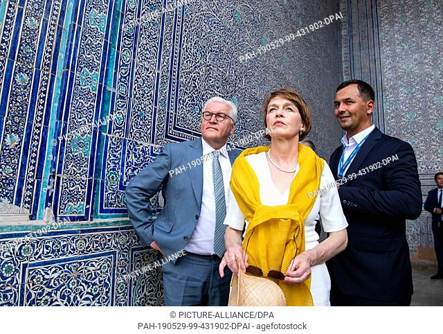 29 May 2019, Uzbekistan, Chiwa: President Frank-Walter Steinmeier and his wife Elke Büdenbender are guided through the old town of Chiwa