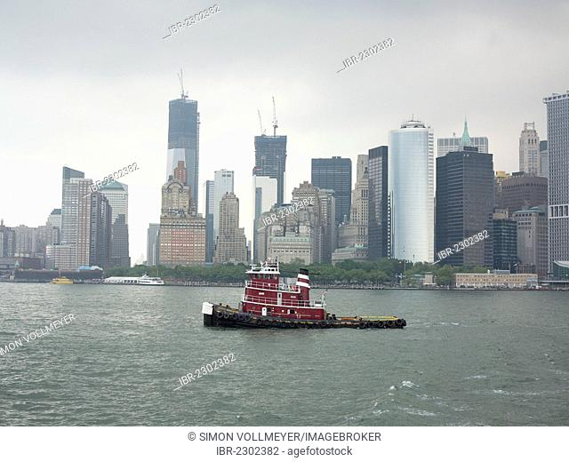 Tugboat on the Hudson River, skyline of downtown Manhattan, Financial District, Manhattan, New York City, North America, America