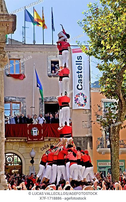 Nens del Vendrell 'Castellers' building human tower, a Catalan tradition Fira de Santa Teresa, town festival  Plaça Vella El Vendrell Tarragona province, Spain