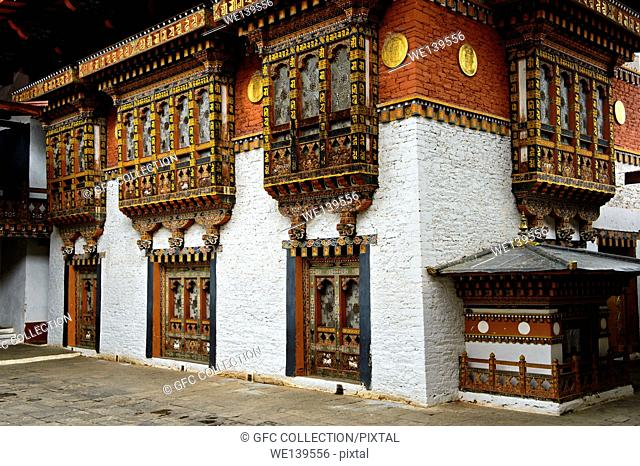 Richly ornated windows and bay windows in the monastery and fortress Punakha Dzong, Punakah, Bhutan