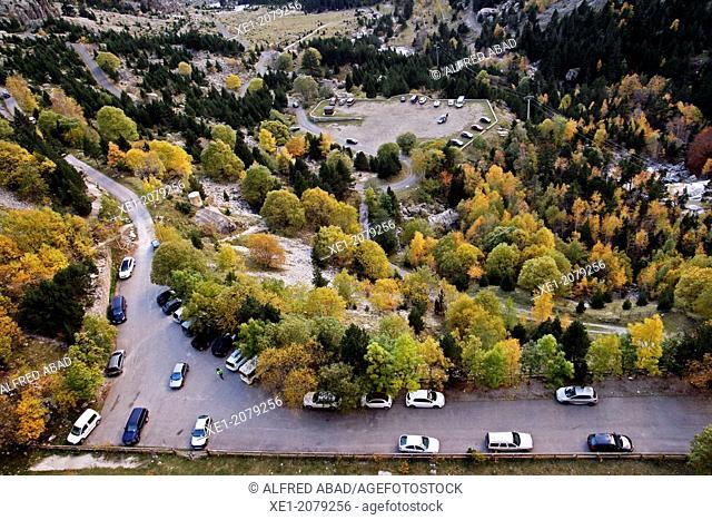 Parking, Pantà de Cavallers reservoir, Vall de Boi, Pyrenees, Catalonia, Spain