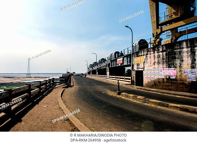 Dowleswaram Barrage, Rajahmundry, Andhra Pradesh, India, Asia