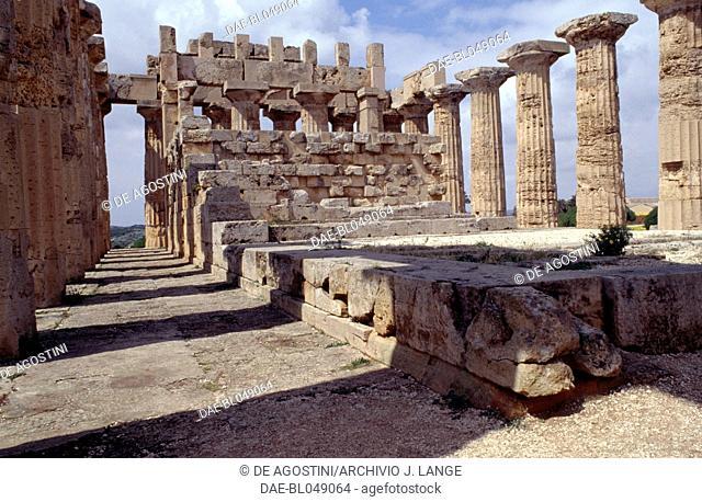 Interior of the Temple E or Temple of Hera, 460-450 BC, Doric order, ancient city of Selinunte, Sicily, Italy. Greek civilisation, Magna Graecia, 5th century BC