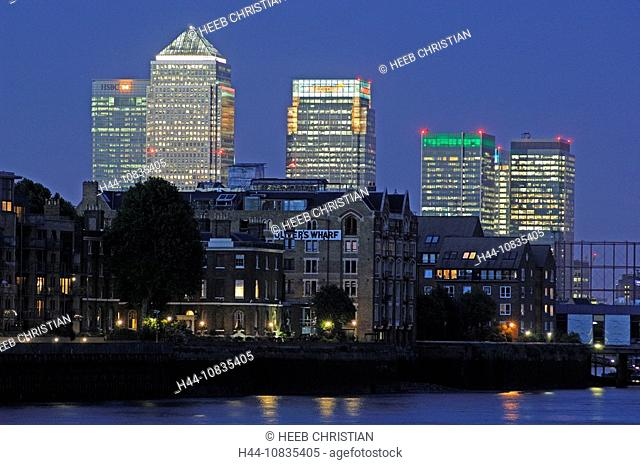 UK, London, Thames River, view to Docklands, Great Britain, Europe, England, at night, dusk, skyline, town, skyscraper