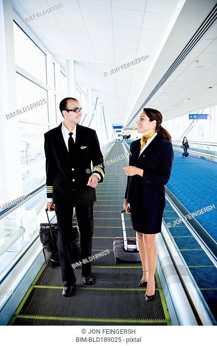 Pilot flight attendants talking Stock Photos and Images