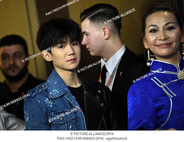 "14 February 2019, Berlin: 69th Berlinale, Photocall """"Di jiu tian chang (So Long, My Son)"""", China, Competition: Wang Yuan (l), actor, and Ailiya, actress"