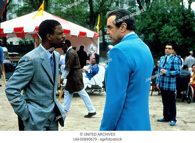 KINOSTART AM 26. JULI 2001 EINMAL HIMMEL UND ZURÜCK Alle kommen in den Himmel. Der schwarze Amateur-Komiker Lance (CHRIS ROCK) landet versehentlich zu früh dort