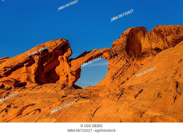The USA, Nevada, Clark County, Overton, Valley of Fire State Park, Arch Rock in the evening light