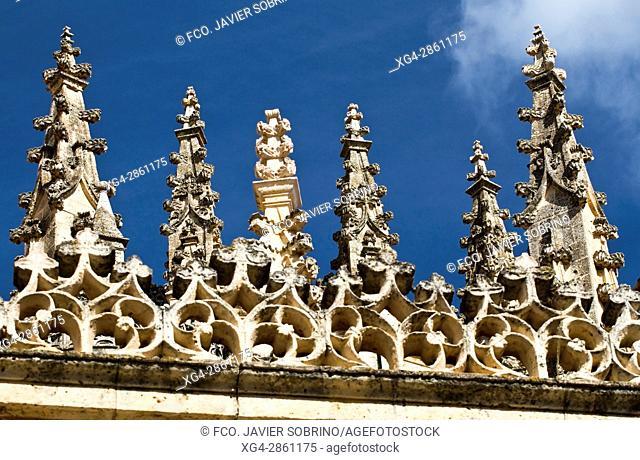 Pináculos en la cabecera de la catedral de Segovia - Castilla-León - España - Europa