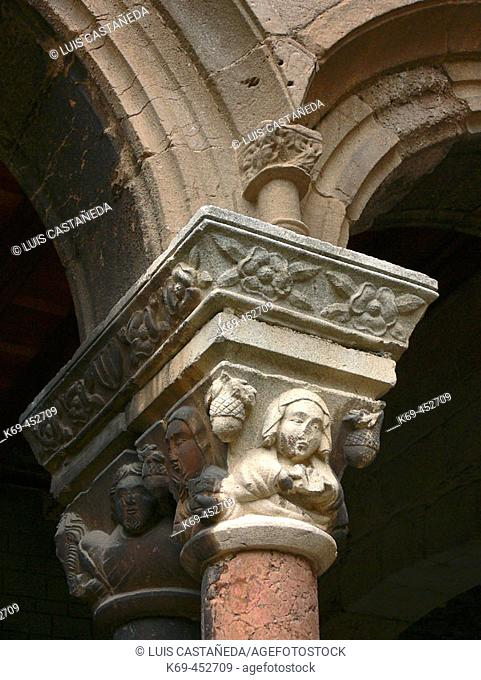 Detail of capital, Romanesque monastery of Santa María de Ripoll (12th century), Ripoll. Girona province, Catalonia, Spain