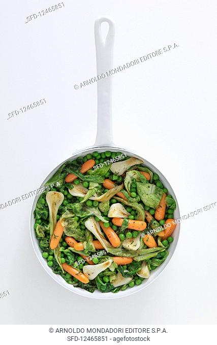 Vegetable pan with peas, carrots and spring onions