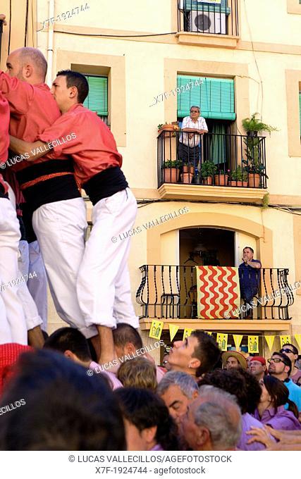 Colla Vella dels Xiquets de Valls 'Castellers' building human tower, a Catalan tradition Festa de Santa Tecla, city festival  Plaça de la Font Tarragona, Spain