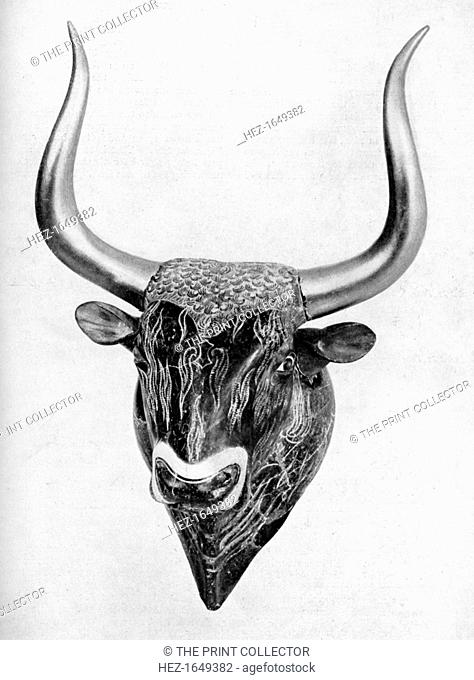 Early Cretan libation vessel, found at Knossos, 1933-1934. Discovered by Sir Arthur Evans. The bull's head is made of soapstone
