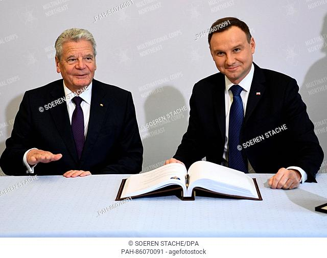 German President Joachim Gauck (l) and Polish President Andrzej Duda sign the guest book during a visit to the multi-national corps North/East of the NATO in...