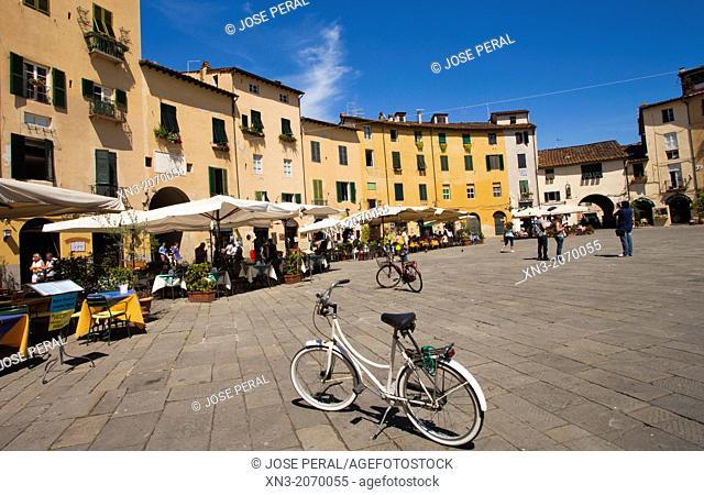 Piazza dell'Anfiteatro, Amphitheatre Square, Lucca, Tuscany, Italy, Europe
