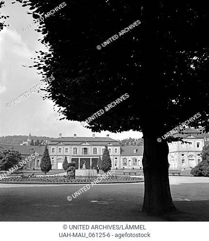 Im Küchengarten von Schloß Osterstein in Gera, Deutschland 1930er Jahre. At Kuechengarten park of Osterstein castle in Gera, Germany 1930s