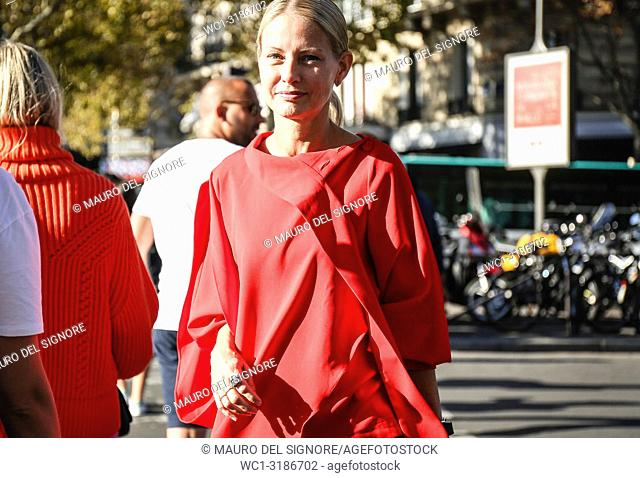 PARIS, France- September 26 2018: Holli Rogers on the street during the Paris Fashion Week